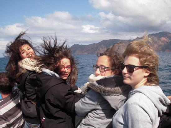 Demoiselles cheveux au vent